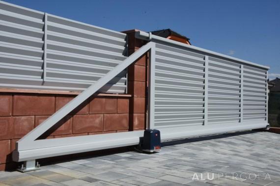 Wartungsfreie Aluminiumumzäunung eines Grundstücks Nova - Nitra, 2017