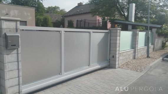 Wartungsfreier verglaster Zaun MATELUX - Malšice u Tábora 2018