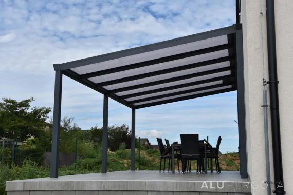 Aluminiumpergola mit Dachbeschattung Legend – Pilsen, 2017