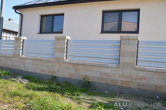 Komplette Aluminiumumzäunung eines Hauses NOVA - Malá Ida u Košic, 2017