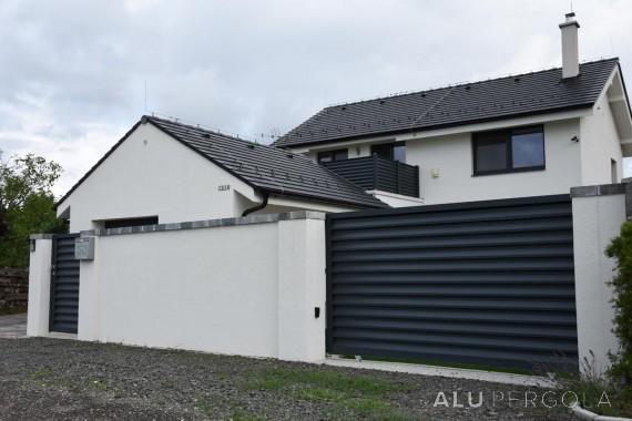 Moderne Aluminiumumzäunung eines Hauses Nova - Lozorno, 2017
