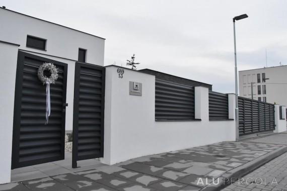 Aluminiumumzäunung in anthraziter Farbe NOVA - Olomouc 2017